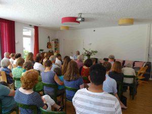 Gemeinschaftsraum mit Lesungsgästen