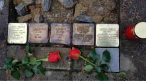 Stolperstein zu Füßen des Wasserturms der PKL Lüneburg. Heute ist darin auch eine Gedenkstätte für die Opfer der Euthanasie-Verbrechen der NS-Zeit