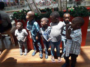 Waisenkinder aus Kapstadt bei einem Ausflug mit Lutz van Dijk