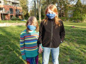 2 LeNa-Kinder mit Maske