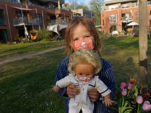 LeNa-Kind mit Maske