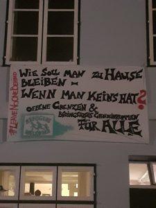Banner mit Solidaritätsaufruf mit Flüchtlingen in Corona-Zeiten