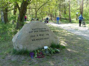 Gedenkstein an die deutsche Kapitulationam 4. Mai 1945 auf dem Timeloberg